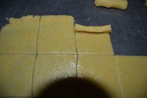 carrés de pâte enroulé