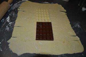 pâte découper en bande horizontale