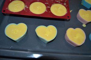 lemon curd pocher au centre de chaque  pâte à moelleux