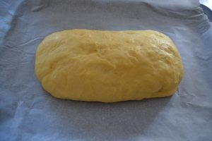 pâte déposer sur une plaque pliure en dessous