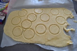pâte craquelins étaler et découper
