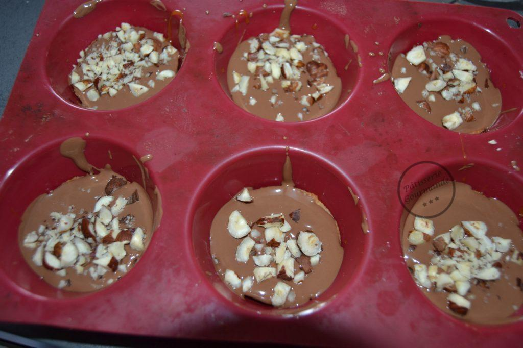 noisettes concassées parsemer sur le chocolat