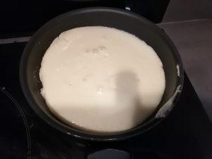 pâte verser dans la poêle
