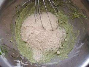 amande en poudre et sucre semoule ajouter