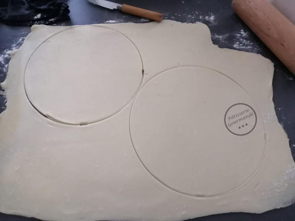 disques découper dans la pâte feuilletée inversée