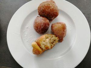 beignets roulés dans le sucre