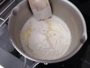 farine et sel ajouter en une seule fois