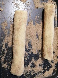 boudins de pâte rouler dans le sucre