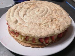 disque de biscuit poser sur les fraises