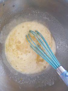 mélange fouetter jusqu'à blanchissement