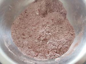 mélange cacao, farine ...